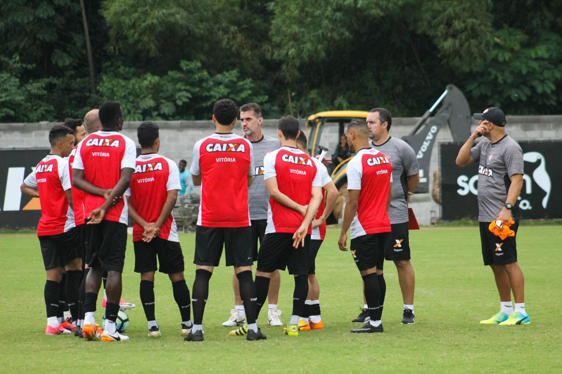 COM MUITA CHUVA   Esporte Clube Vitória - Site Oficial 92d866d0c0f93